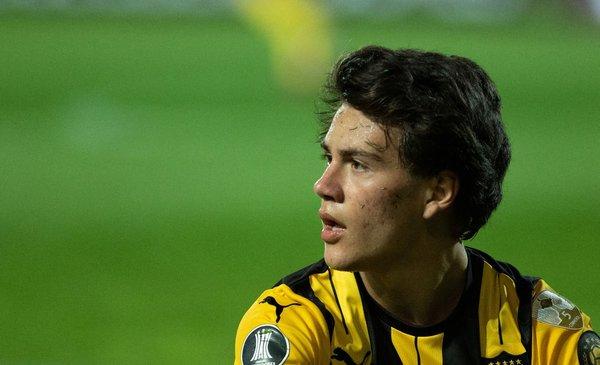 Peñarol aceptó la propuesta de Lyon por Pellistri, pero no lo cede hasta diciembre