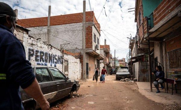 La pobreza en Argentina llegó a 40,9% en el primer semestre: 18,5 millones de personas