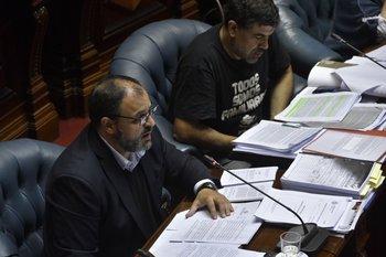 El senador Charles Carrera presentó los datos en el Parlamento