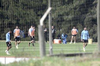 Último entrenamiento de la selección uruguaya previo al partido con Perú con Maxi Gómez como titular