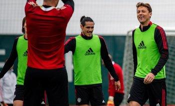 Cavani entrena en Manchester United