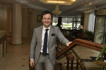 Juan Andrés Cendan es gerente general de Cala di Volpe Boutique Hotel y Palladium Business