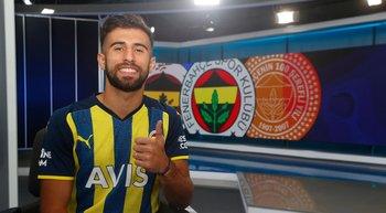 Diego Rossi en su llegada a Fenerbahce de Turquía