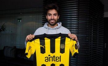 Nicolás Gaitán ya arribó a Uruguay y se mostró con la camiseta de Peñarol