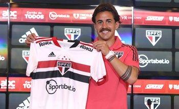 Gabriel Neves fue presentado en Sao Paulo, su nuevo club