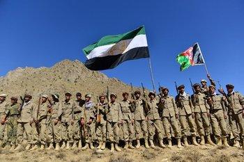 El movimiento de resistencia afgano y las fuerzas de levantamiento anti-talibanes participan en un entrenamiento militar en el área de Malimah del distrito de Dara en la provincia de Panjshir.