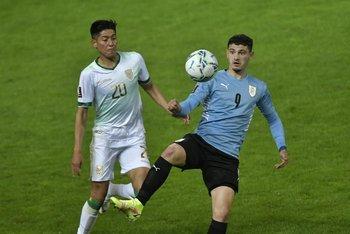 Agustín Álvarez Martínez en su debut con la selección uruguaya