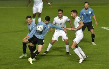 El remate del goleador Álvarez Martínez no terminó en la red por poco