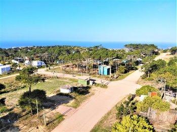 Terrenoubicadoen el balneario dePunta del Diablo, en El Rivero a cuatrocuadras de la playa de los Pescadores.