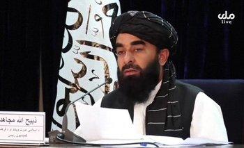 El portavoz de los talibanes anunció la composición del nuevo gobierno en una rueda de prensa.