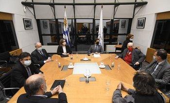 El presidente reunió a todos los partidos para anunciar avance en la negociación con China