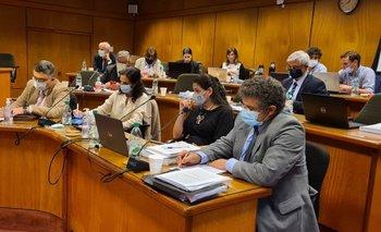 Autoridades del equipo económico el martes en el Parlamento.