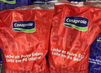 Leche en polvo entera de Conaprole.