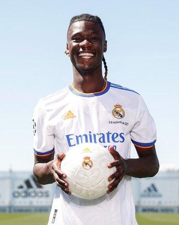 Eduardo Camavinga con su nueva camiseta, la de Real Madrid