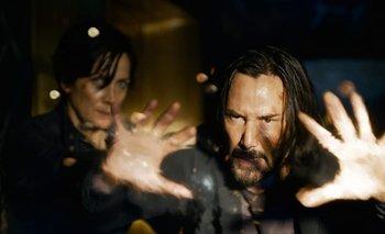 Keanu Reeves y Carrie-Anne Moss en Matrix 4