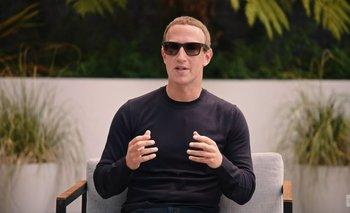 Mark Zuckerberg ya lució los nuevos lentes de Ray-Ban.