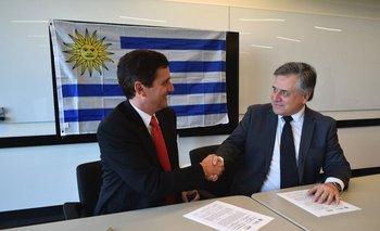Ministro Omar Paganini junto a Jeffrey Kratz, gerente general de AWS para el sector público de América Latina, Canadá y el Caribe.