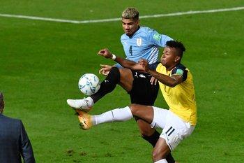 Ronald Araújo jugó un gran partido el jueves ante Ecuador