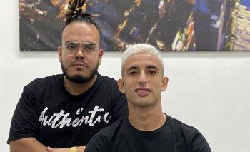 Santiago Rodríguez y su barbero y amigo en Nueva York, David Marulanda