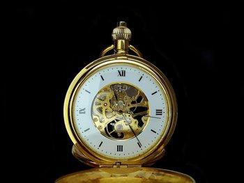 Los investigadores demostraron que el tiempo se mueve más lento cuando el reloj se acerca al suelo unos centímetros.