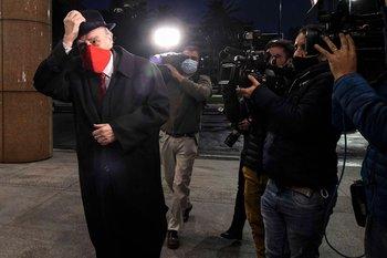 El secretario general del Partido Colorado, Julio María Sanguinetti, ingresando a la reunión en Torre Ejecutiva en la que el presidente Luis Lacalle Pou anunció el comienzo de las negociaciones con China
