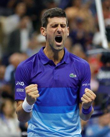 El festejo final de Djokovic que va este domingo por ganar los cuatro títulos de Grand Slam en el año