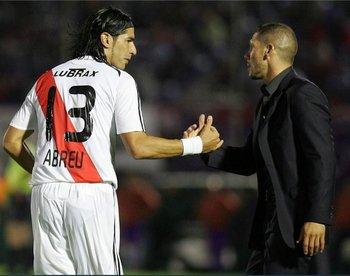El Loco Abreu y el Cholo Simeone en 2008 cuando ambos estuvieron juntos en River Plate argentino