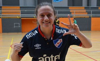 El fútbol sala femenino de Nacional le ganó de atrás 3-2 a Peñarol el clásico y las tricolores celebraron con todo