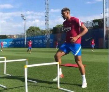 Ronald Araújo en la práctica de Barcelona