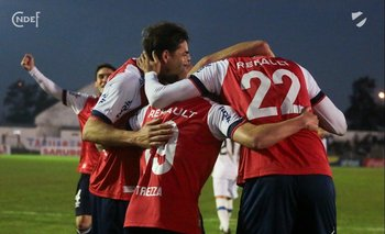 Festejo del gol de Mario Risso