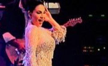 Refugiada en Estambul, la estrella pop afgana Aryana Saeedsalió de Kabul disfrazada, con miedo de ser reconocida por los extremistas que la amenazan desde hace tiempo