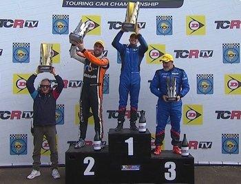 Santiago Urrutia ganó la carrera 1 de este domingo en el TCR corrida en Rivera