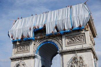 El proyecto, con un costode 14 millones de euros ( US$ 16,5 millones), se autofinancia gracias a la venta de obras originales de Christo
