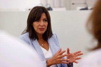 Anne Hidalgo se convirtió en la primera mujer alcaldesa de París. Ahora, esta hija de inmigrantes españoles busca alcanzar, contra todo pronóstico, la presidencia.