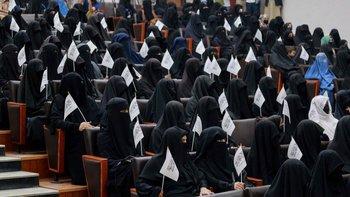 Nuevo gobierno talibán busca suprimir régimen de educación mixta