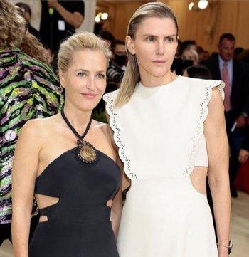 Gillian Anderson y Gabriela Hearst