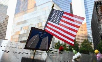 Bandera de Estados Unidos flamea en Nueva York