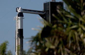 El cohete SpaceX Falcon 9 y Crew Dragon se sientan en la plataforma de lanzamiento 39A en el Centro Espacial Kennedy de la NASA mientras se prepara para la primera misión completamente privada que entrará en órbita el 15 de septiembre de 2021 en Cabo Cañaveral, Florida.
