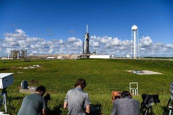 Los tripulantes parten este miércoles y estarán tres días orbitando el espacio.