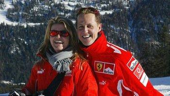 Michael Schumacher y su esposa Corinna; el múltiple campeón de Fórmula Uno permanece en coma inducido desde que sufrió una lesión cerebral mientras esquiaba en Los Alpes el 29 de diciembre de 2013