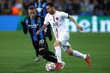 Messi marcado por Noa Lang