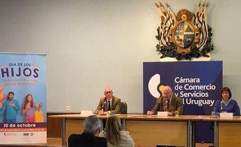 Daniel Sapelli, presidente de la Cámara de Comercio y Servicios del Uruguay , junto a Santiago Macció, gerente de gremiales de la cámara y Milena Guillot, secretaria de la Asociación Uruguaya de Agencias de Publicidad (Audap)