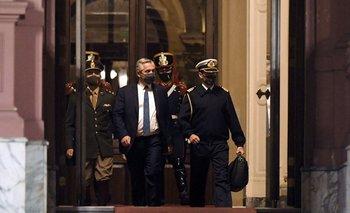 Alberto Fernández sale de la Casa Rosada tras varias reuniones
