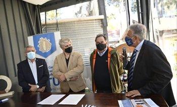 La firma del convenio se realizó en la Rural del Prado.