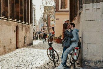 Según estudios,las parejas estables tienden a tener una microbiota oral bastante parecida