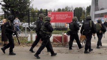 Efectivos de la Guardia Nacional de Rusia entraron en el campus de la Universidad de Perm y lograron detener al atacante.