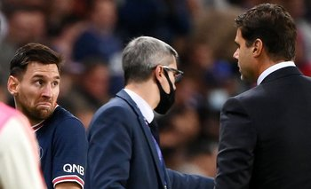 Lionel Messi, molesto tras ser sustituido, y Mauricio Pochettino