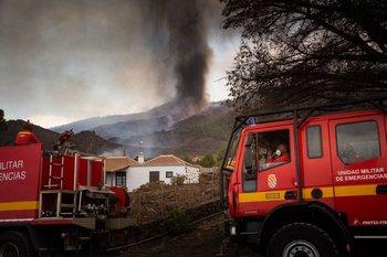 Personal de Bomberos intervino en las inmediaciones del volcán en erupción