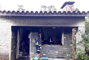 Personal de Bomberos intervino en el lugar, pero no logró rescatar a todos los ocupantes con vida