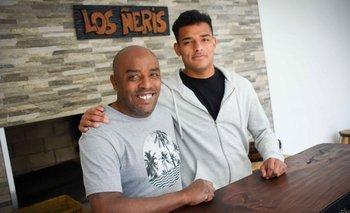 """Padre e hijo en la barbacoa con nombre propio: """"Los Ñeris"""""""